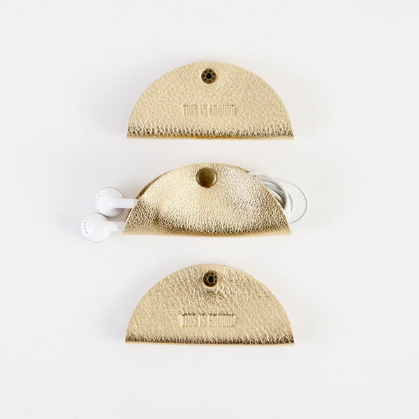 Grande Cord Tacos. These grade cord tacos made from premium pure leather and metal snap closures are so cool to keep your cords in good order. You can't miss this fantastic simple graduation gift with good application. http://hative.com/graduation-gift-ideas/