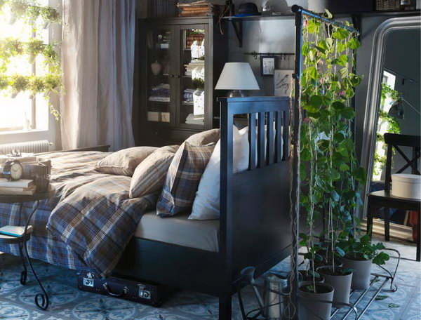 Have you been amazing at this bedroom? You can also bring your garden inside, just planting some vines or artificial potted plants, so you can enjoy the nature beauty all year round.