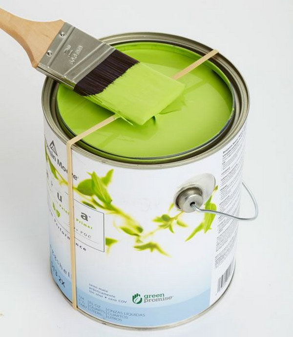 Rubber band. One thing everybody hates about painting is the mess it leaves on the edges of the paint can. We can avoid it by using a rubber band around the can. http://hative.com/creative-new-uses-for-everyday-items/