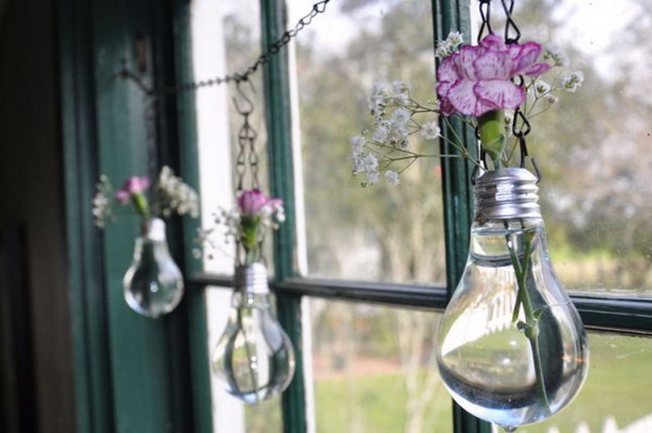 As usual, the burnt out lightbulbs will be thrown away and become a pile of trash. But here, I will give you a brilliant way to breathe a new life of your burnt out bulbs.You can change the light bulb into a hanging vase filled with wildflowers.