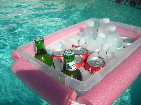 DIY Floating Bar. It's so fantastic to get cooled down for summer party with this DIY floating bar with beer, cocoa cola, soda ,ice cubes to enjoy the cool flavor and drift along the clear water.