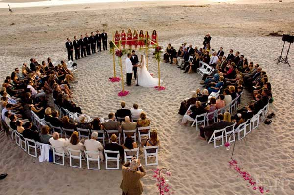 Circle Seats Arrangement. Use a chalk to draw a large circle on the beach. Arrange the seats for guests in this circle pattern so your are naturally crowded by intimate people.