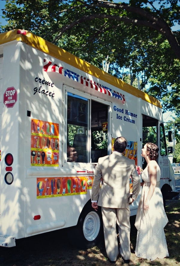Ice-cream Truck. So many people love the sweet desserts. It's so cool to have ice-creams on a summer day. This ice-cream truck is so fantastic to serve the guests with sweet flavor for the reception.