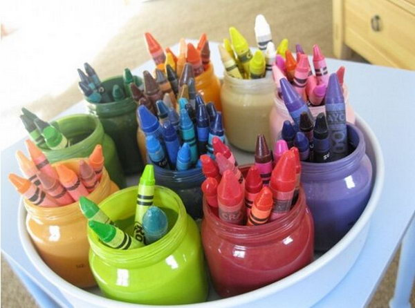Crayon Organizer. To avoid the crayon mess, you can spray paint on various baby food jars for its beautiful outlook. Display crayons in the jar of the same color to get things organized with low cost.