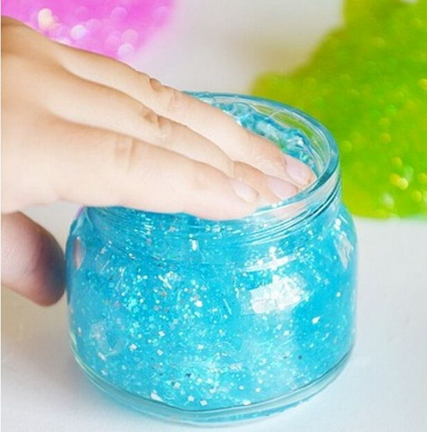 Glittering Slime Jars. Pour in the Borax mixture and combine the glue to from glitter slime. Fill the food jar with glittering slime for beautiful garnishment.