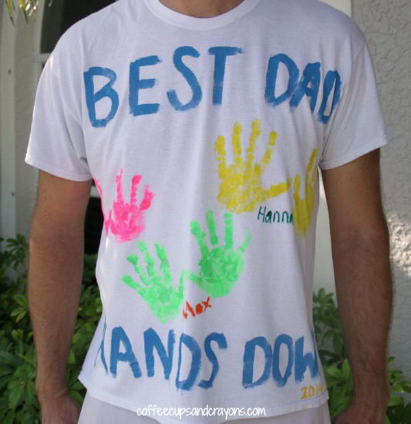 Father's Day Handprint Shirt. What cuter way give the big hero a T shirt with letters and handprint from his loved children. Daddy could take with him wherever he go this summer. See the tutorial here.