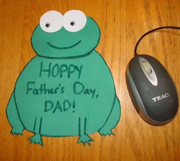 DIY Father's Day Mouse Pad. What a cute frog mouse pad your father can use everyday. Really thoughtful gift. And it's also very simple to make. See the tutorial here.