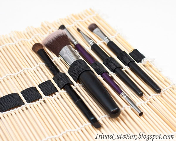 DIY makeup brushes organizer. This brilliant DIY makeup brushes organizer is made from a sushi mat. It can be also rolled and tied with a ribbon for your convenience to carry out. It's very simple to make one by yourself.