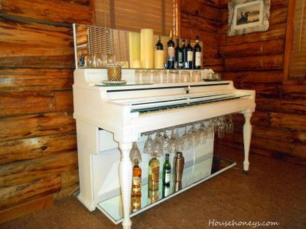 DIY Modern Piano Wine Bar. Get the old and outdated piano that you will never use in your home painted in white and reuse it as a modern wine bar for your home decor. See how to do it here.