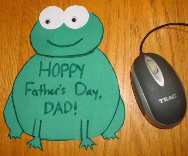 Cute DIY Frog Shaped Card Double as Mouse Pad