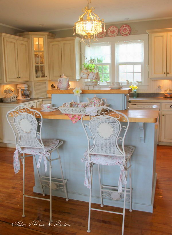 Beautiful and comfy looking. The island was painted Yarmouth Blue and then the house owner did some light distressing. The colours are lovely and so calm and restful. The wainscot and the island look so soft and make a nice backdrop for the china.