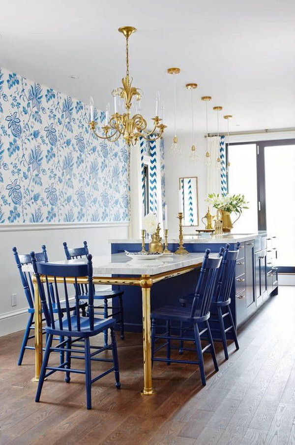 Royal Blue, Gold, and White color combination. What a fresh and beautiful kitchen. The designer is the master of using colours. Love the brass of the table feet and the lanterns, they add so much character and warmth to the space. Also love the wallpaper.