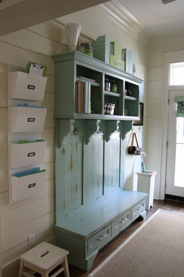 30 awesome mudroom ideas hative for Foyer cabinet design