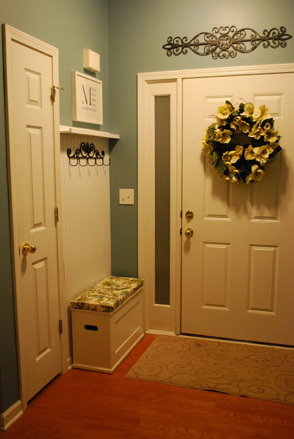 30 awesome mudroom ideas hative - Mirror opposite front door ...