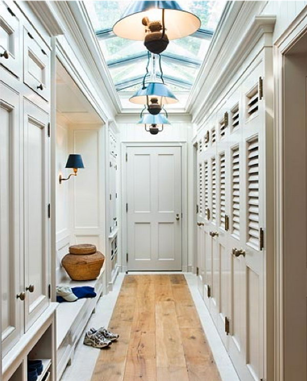 30 awesome mudroom ideas hative for Mudroom a forma di l
