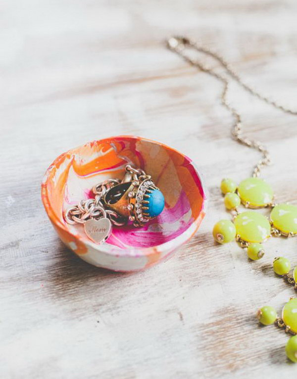 Mini Marbled Decorative Bowls with Nail Polish. Create these stylish mini marbled decorative bowls as a unique gift for any member of your family using different colors of nail polish.