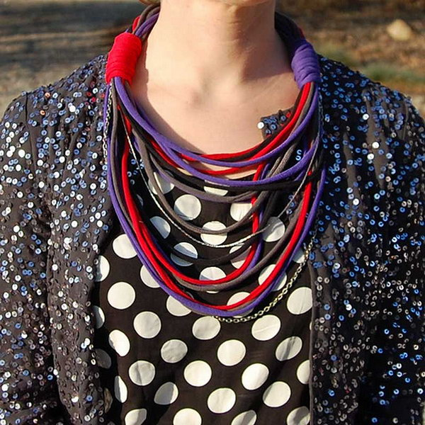 DIY T shirt Necklace.This cool T shirt necklace will be a perfect addition to your fashion accessories.
