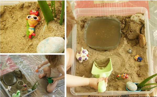 Water and sand game. Fill the box with cotton balls and can, colored pom poms, shavings, straw, pine needles, pine cones, pebbles and let the baby  simply pour the sand into the water.