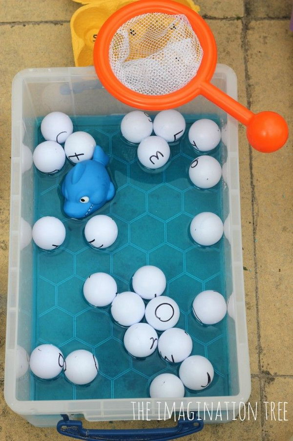 Fishing for the alphabet with ping pong balls! This game is simple but creative and this can make the alphabet learning very interesting for little babies. Cool idea!