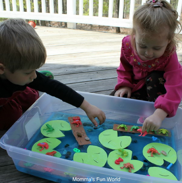 Frog sensory play and math learning game. This sensory bin is a great way for your kids to explore with their little hands. The lily pads and the logs are cut out of craft foam and then use a sharpie marker to make the lines.
