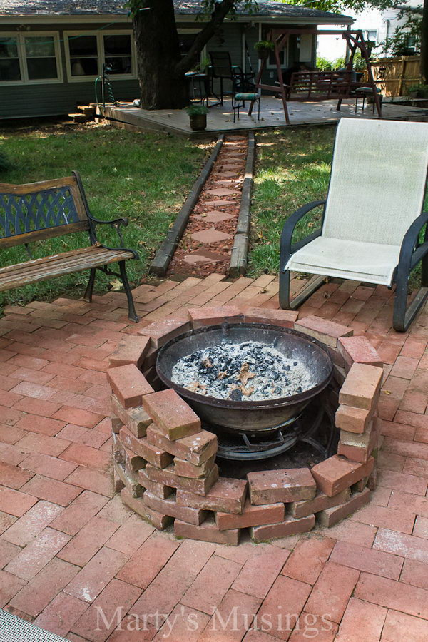 35 diy fire pit ideas hative for Easy diy fire pit with grill