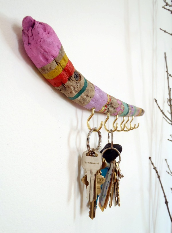 Easy Colorful DIY Driftwood Key Holder. The driftwood key holder will look even more amazing with some spray paints. See how to do it