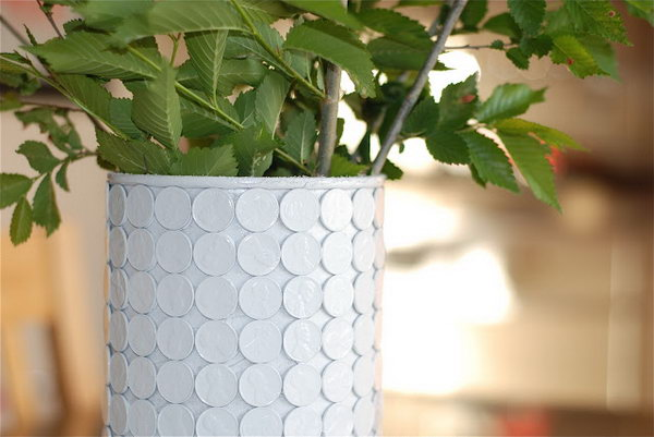 Chic Penny Vase.  Some pennies, an empty oatmeal container, hot glue, and a can of spray paint are what you need to make this chic penny  vase. See more