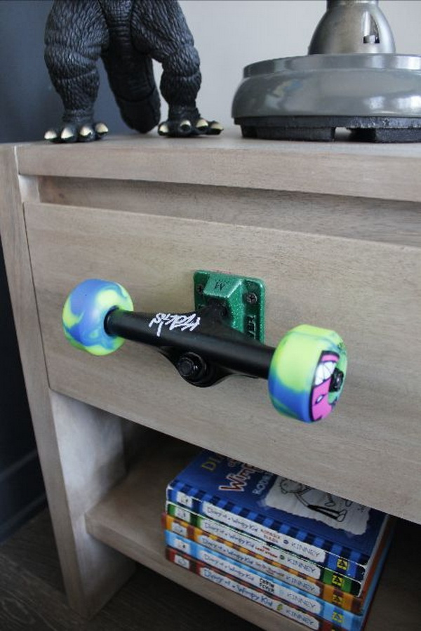 20 fun and creative skateboard upcycling ideas hative recycled skateboard wheels drawer pull what a cool idea for a teen boy bedroom solutioingenieria Gallery