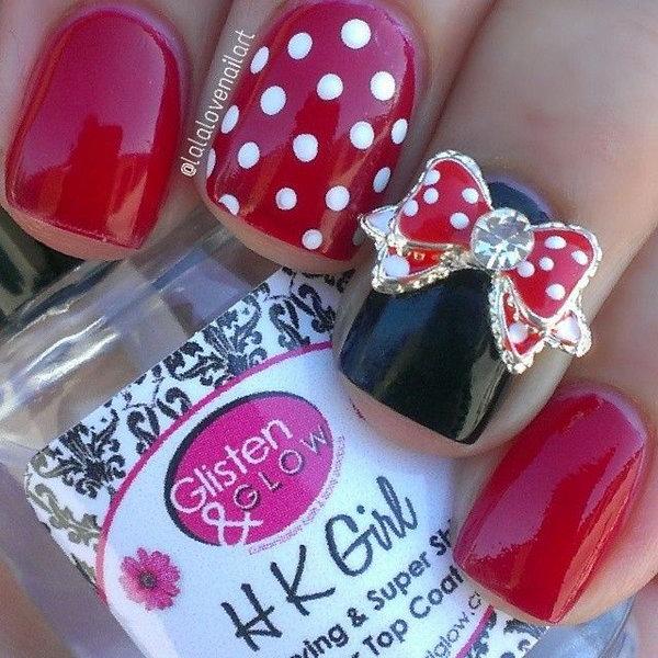 Mini Mouse Disney Nail Design.