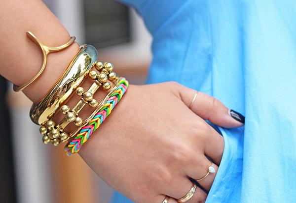 Finger Fishtail Loom Bracelet. Get the instructions