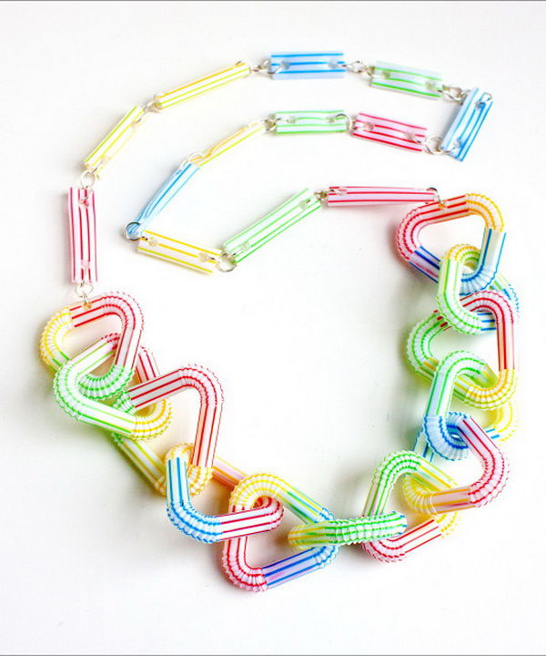 Drinking Straw Necklace. Get thetutorial