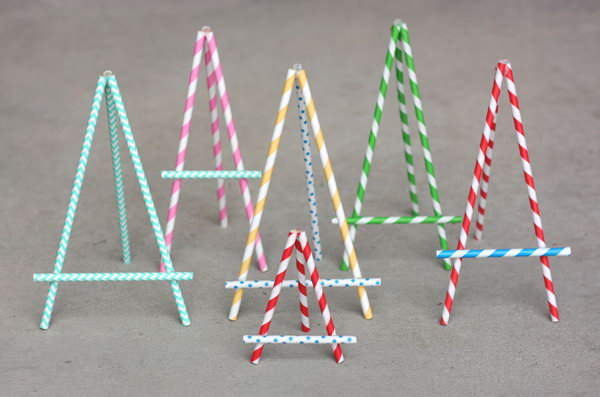 DIY Paper Straw Easel. See the tutorial