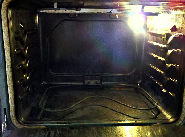 Easy Homemade Oven Cleaner. Get more instructions