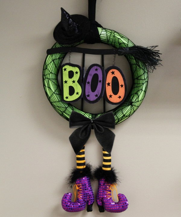 DIY Halloween Witch Wreath with a Pool Noodle.