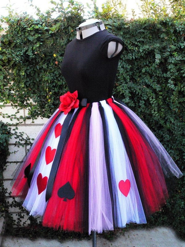 25 queen of hearts costume ideas and diy tutorials hative adult queen of hearts costume solutioingenieria Choice Image