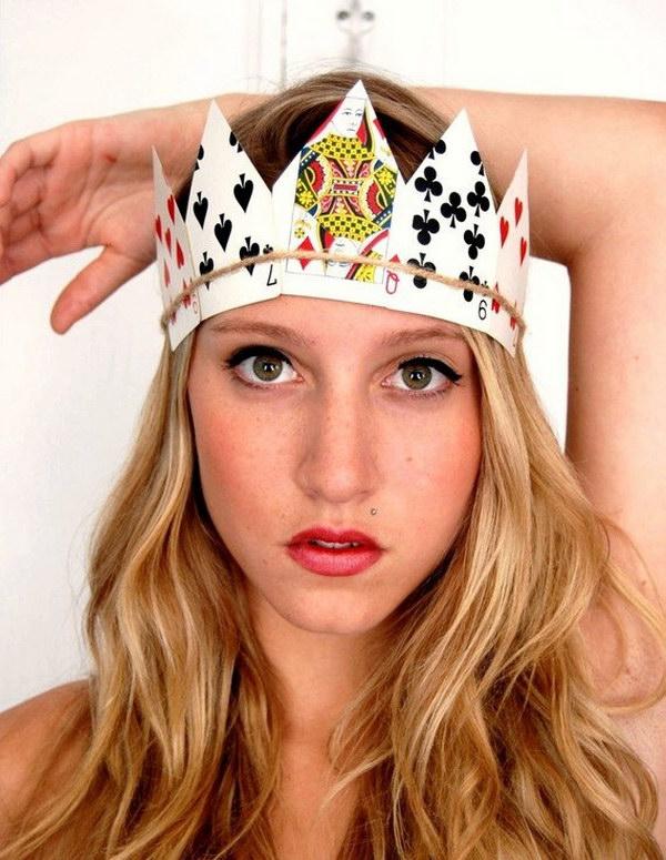 Jogando DIY Cartão da coroa de rainha dos corações Costume