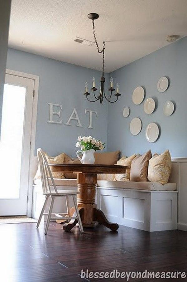Cozy Breakfast Area in the Kitchen.