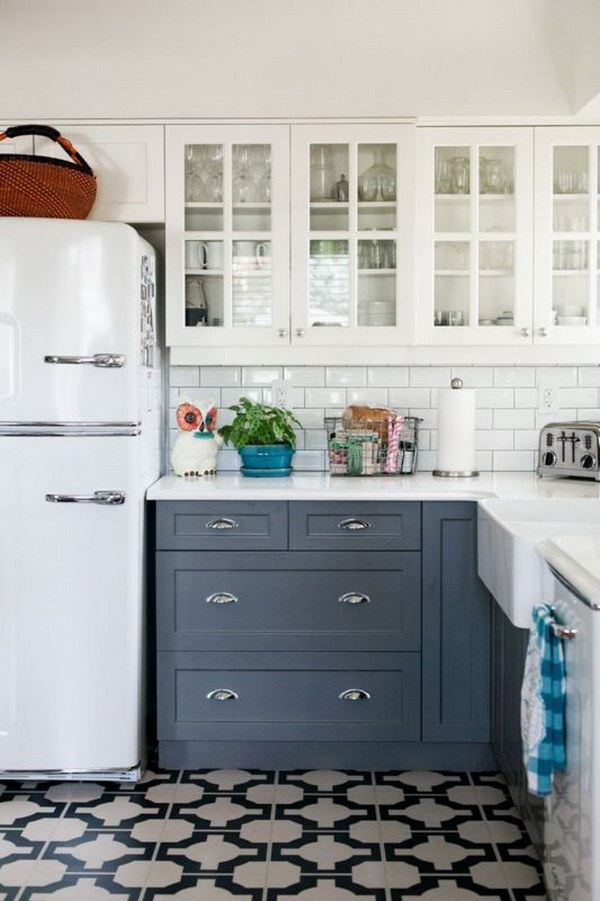Stylish two tone kitchen cabinets for your inspiration for Navy blue and white kitchen cabinets