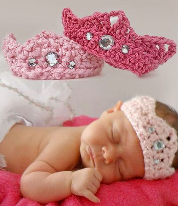 Newborn Baby Crown Free Crochet Pattern.