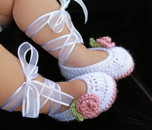 Lovely Baby Booties With Video Tutorial.