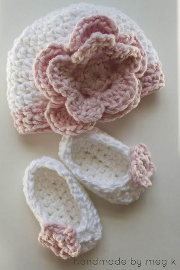 Baby Beanie and Booties Free Crochet Set.