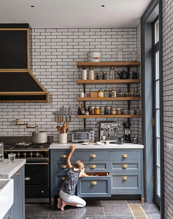 Black Rangehood and the Charcoal Grout on the Subway Tiled Splashback
