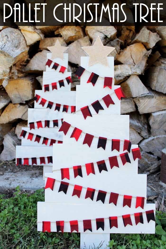 diy pallet christmas tree decorated with fabric