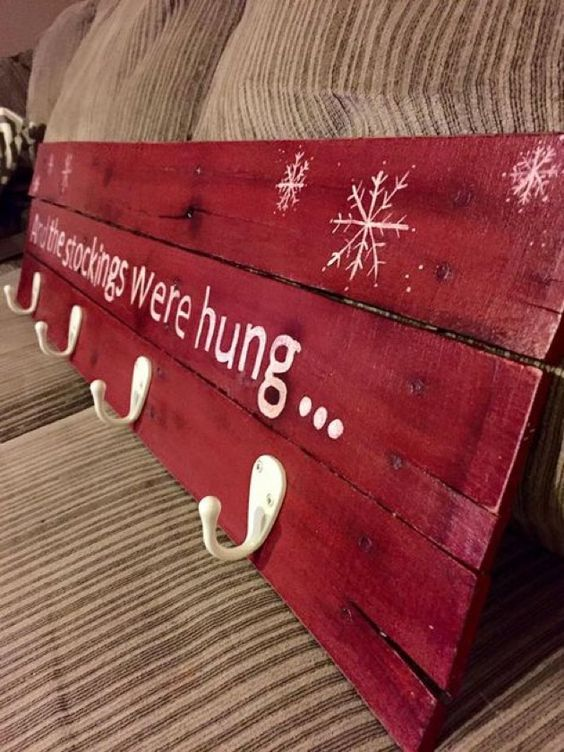 Awesome Diy Christmas Decorations Made From Pallets Hative