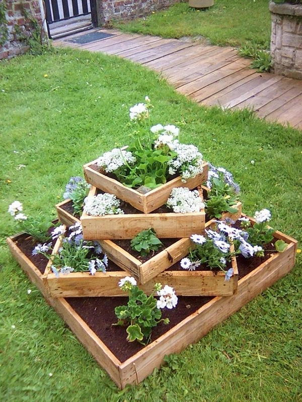 wooden planters for strawberries with Diy Garden Planter Ideas Using Wood Pallets on School Fruit Garden as well 473511348291272567 besides Vertical Herb Garden as well Pallet Strawberry Planter besides Vertical Pyramid Garden Planter Diy.