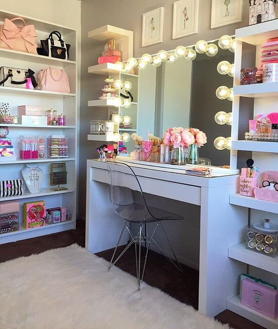 Awesome Makeup Vanity For Girl's Bedroom.