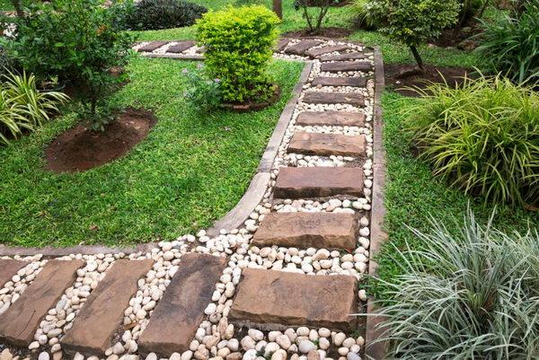 Stone Brick Pathway in White Stones.