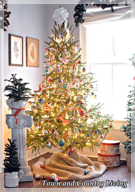 Burlap Christmas Tree Skirt.