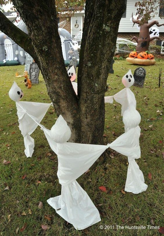 yard ghosts ring around tree - Home Made Halloween Decorations