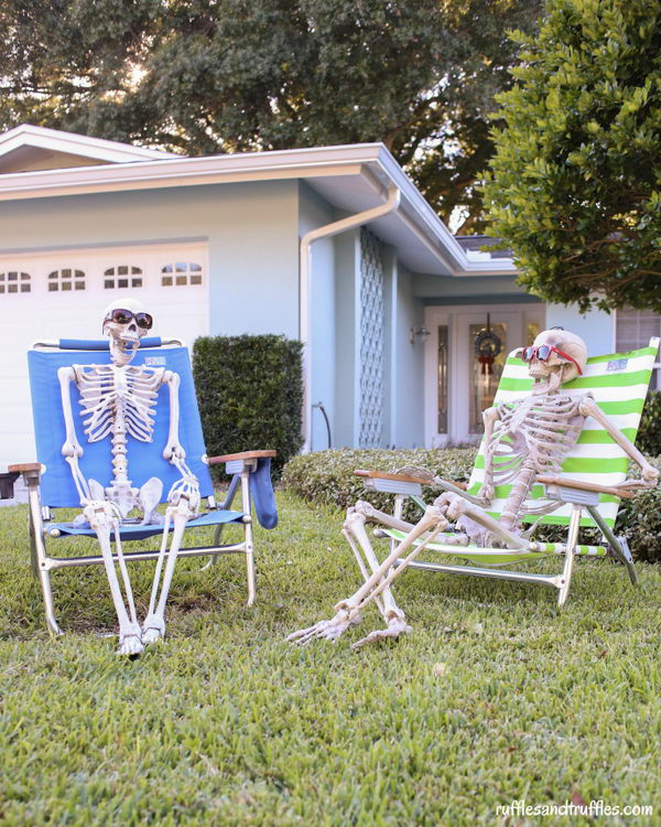 20 easy to make halloween decorations hative diy skeleton lawn decorations solutioingenieria Images